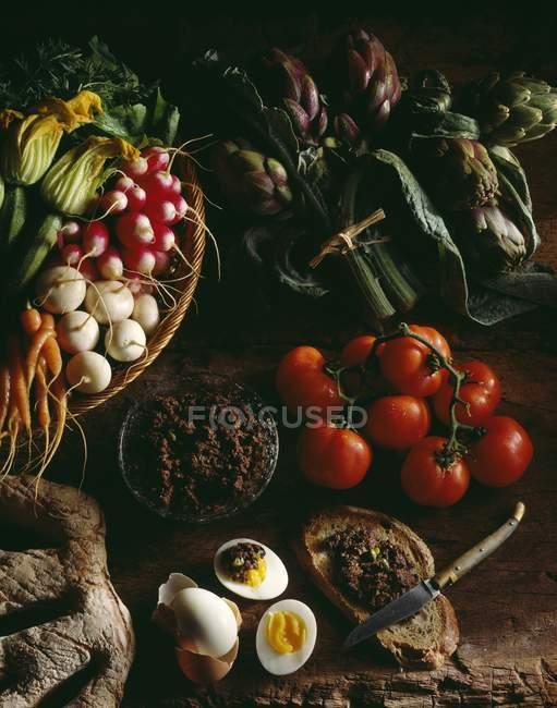 Овочі з Прованс і tapenade — стокове фото