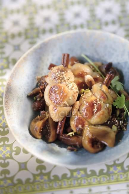 Poulet marocain à la figue et à la cannelle Tajine — Photo de stock