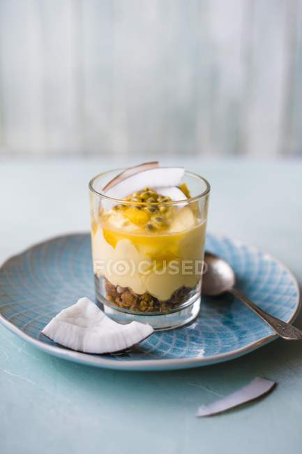 Mango and coconut cheesecake — Stock Photo
