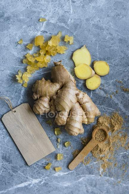 Fresh wih grounded and candied ginger — Stock Photo
