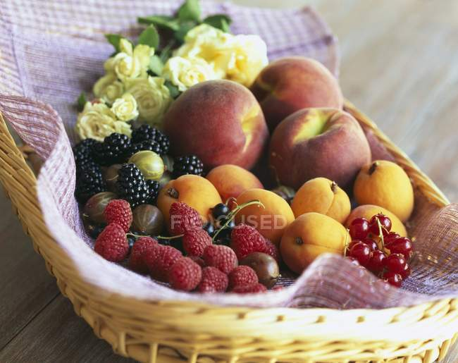 Mixed summer fruits and berries — Stock Photo