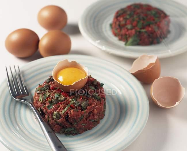 Tartara di bistecca con capperi — Foto stock