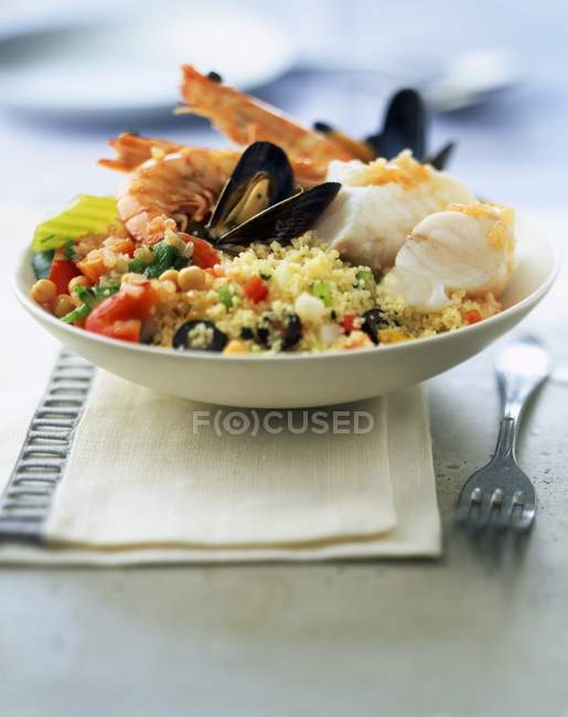 Морепродукти Кускус з овочами — стокове фото