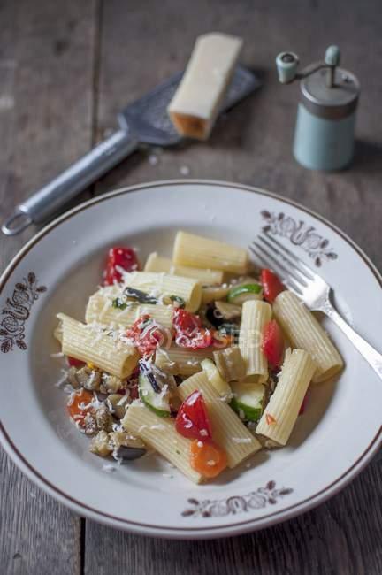 Rigatoni ortolana Pasta mit Gemüse — Stockfoto