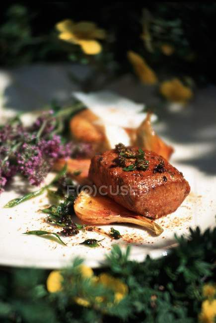 Selle d'agneau aux herbes — Photo de stock