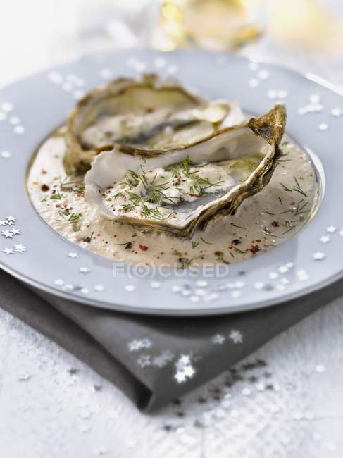 Oysters with creamy truffle sauce — Stock Photo