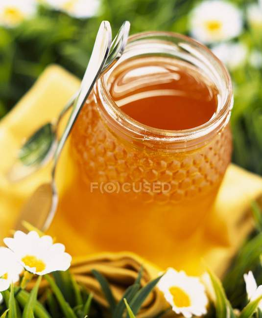 Jar of runny honey — Stock Photo