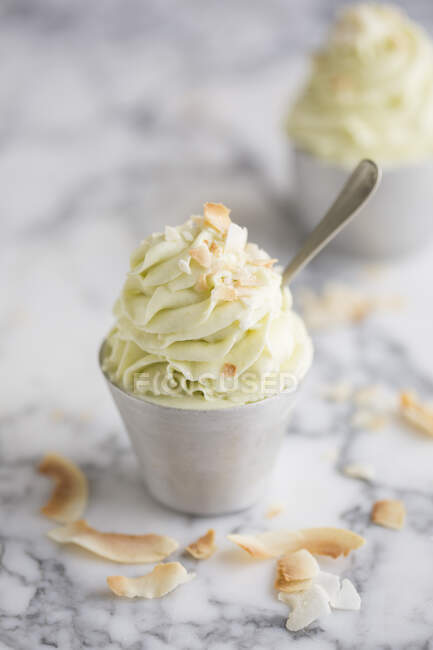Aguacate suave servir helado - foto de stock