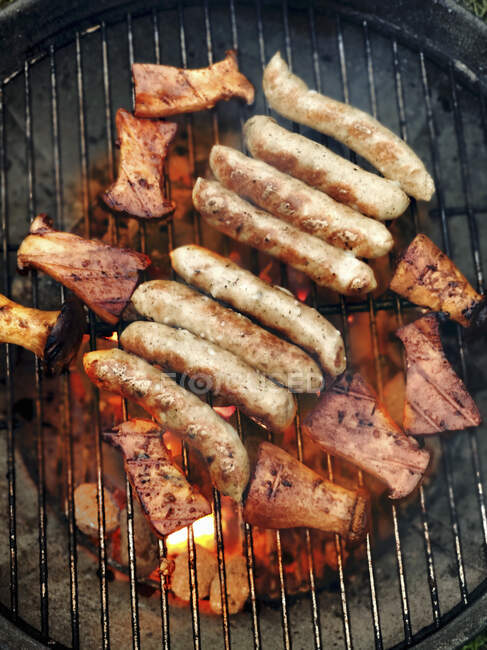 Grilled herb mushrooms and sausages — Stock Photo