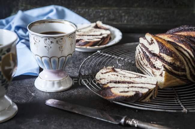 Gros plan de délicieux Babka (gâteau à la levure à la banane et au chocolat) — Photo de stock
