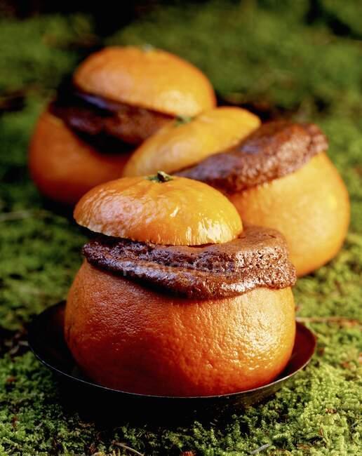Gros plan de délicieux soufflé d'orange chocolat — Photo de stock