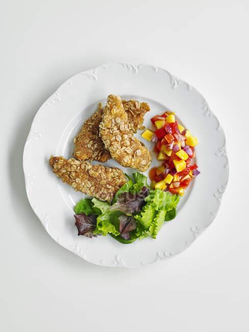 Курка з овечої кори з перцем і листя салату. — стокове фото