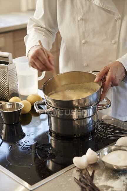Creme brulee being prepared — Stock Photo
