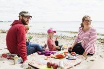Family enjoying picnic — Stock Photo