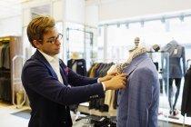 Designer-Befestigung-Anzug — Stockfoto