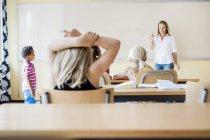 Classe d'enseignement enseignante — Photo de stock