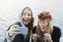 College students taking selfie — Stock Photo