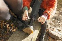 Woman tying shoelace — Stock Photo