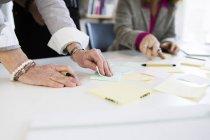 Businesswomen preparing reminders at desk — Stock Photo