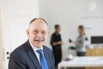 Ritratto di uomo d'affari sorridente — Foto stock