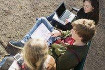 Teenage friends studying — Stock Photo