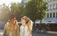 Friends standing on city street — Stock Photo