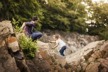 Father and daughter on rocks — Stock Photo