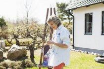 Щасливі старший живописець — стокове фото