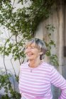 Femme senior souriant — Photo de stock