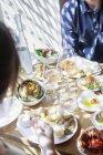 Coppia avere il pranzo al ristorante — Foto stock