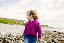 Girl standing on beach — Stock Photo