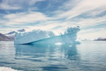 Icebergs floating in sea — Stock Photo