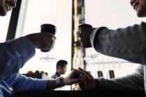 Young gay couple sitting at bar — Stock Photo