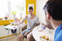 Schwule Männer trinken Kaffee — Stockfoto
