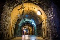 Túneles militares subterráneos de la Marina japonesa - foto de stock