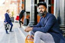 Confident man sitting on steps — Foto stock
