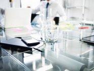 Agenda et téléphone intelligent — Photo de stock