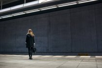 Woman standing on subway station — Stock Photo