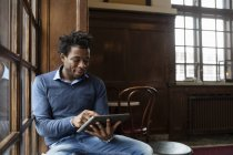 Young man using tablet — Stock Photo