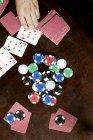 Gioco d'azzardo fiches e carte da gioco — Foto stock
