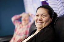 Mulher madura com síndrome de down — Fotografia de Stock