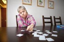 Зрелая женщина с синдромом Дауна — стоковое фото