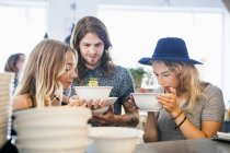 Friends smelling food in restaurant — Stock Photo