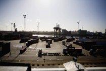 Kommerziellen Dock gegen klaren Himmel — Stockfoto