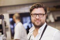 Confiante de chef de cozinha comercial — Fotografia de Stock