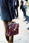 Valigetta di trasporto uomo d'affari — Foto stock