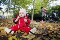 Mignon bébé fille — Photo de stock