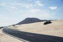 Route vide dans le désert — Photo de stock
