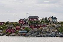 Маленькие домики по морю — стоковое фото