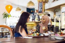 Women during lunch — Stockfoto